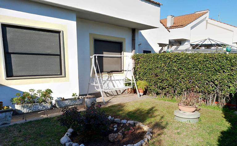 Villino 3 livelli in residence con piscina