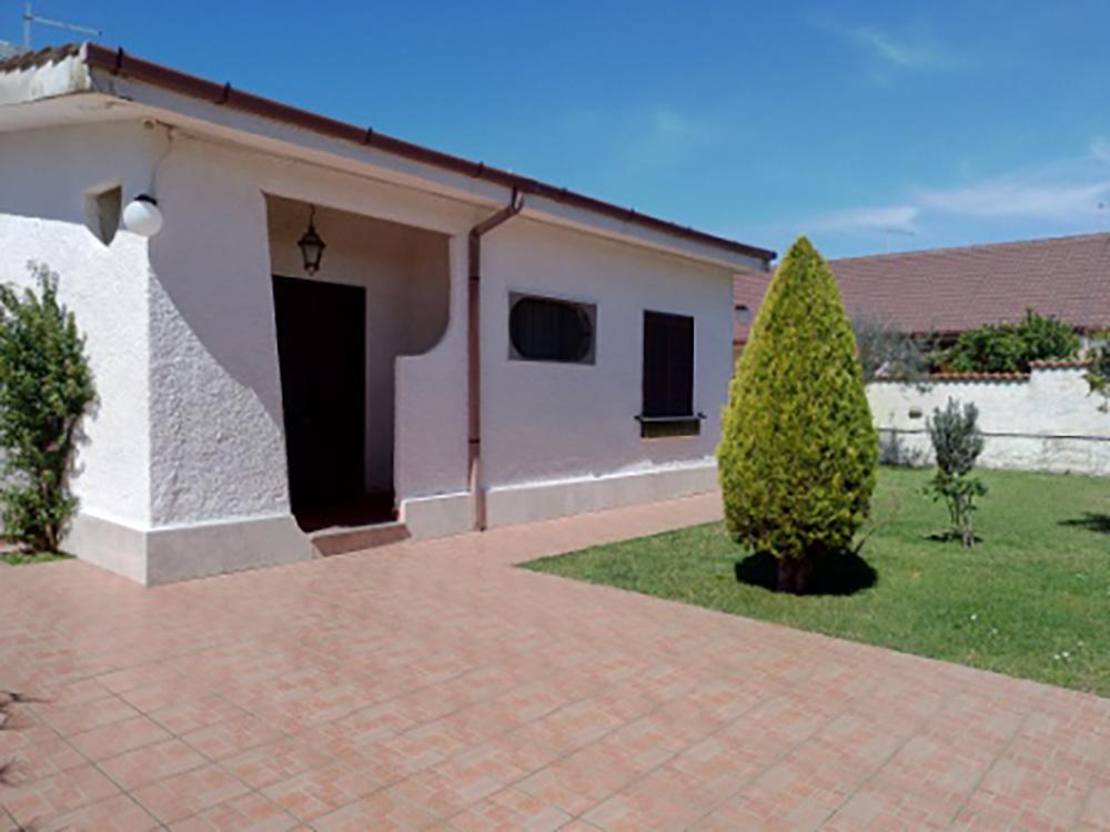 Villa in vendita con giardino